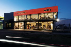 Osvětlení prodejny motocyklů KTM